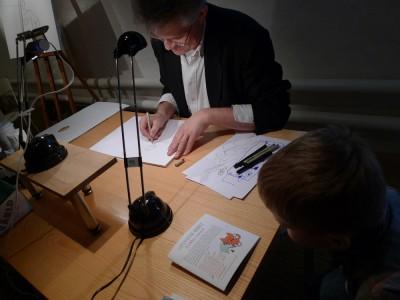 Arild Midthun ritandes Kalle Anka.
