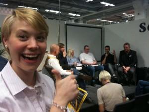 Projektledare Fanny Bystedt vid paneldebatten om seriebranschens 2011.
