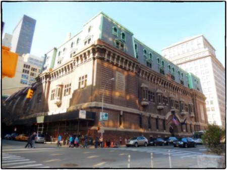 Den imponerande byggnaden The 69th Regiment Armory på Manhattan är platsen för MoCCA Arts Festival.