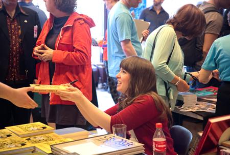 Kanadensiska Kate Beaton hade utan tvekan de längsta signeringsköerna under festivalen.