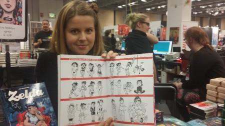 """Lina Neidestam visar hur teckningsstilen i """"Zelda"""" har förändrats genom åren. Foto: Malinda Lindmark."""