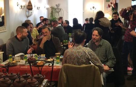 På fredag morgon anordnades ett möte med franska förläggare och redaktörer på ett centralt beläget café, i syfte att skapa nya kontakter och öka möjligheten till fler översatta serieböcker på franska.