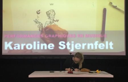 """Under hela torsdagen arrangerades en nordisk scen med liveteckning till musik. Här danska Karoline Stjernfelt som tecknar en figur från hennes hyllade debutbok """"I morgen bliver bedre"""". Dessa liveteckningar till musik ingick i det officiella programmet och hade konstant stor publik."""